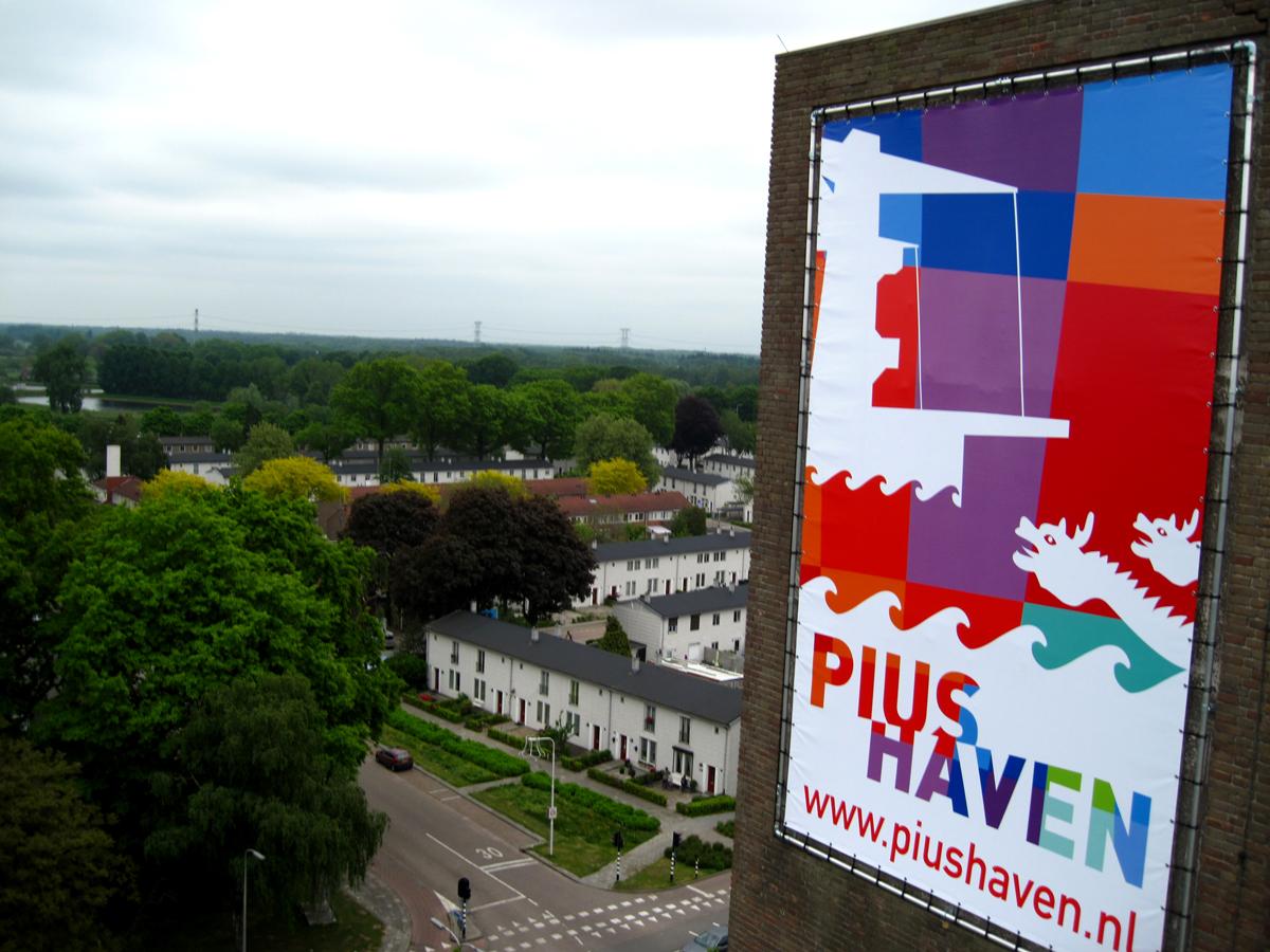banner-kerktoren-piushaven-tilburg